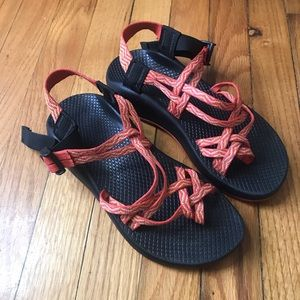 Chacos red and orange patterned size 7